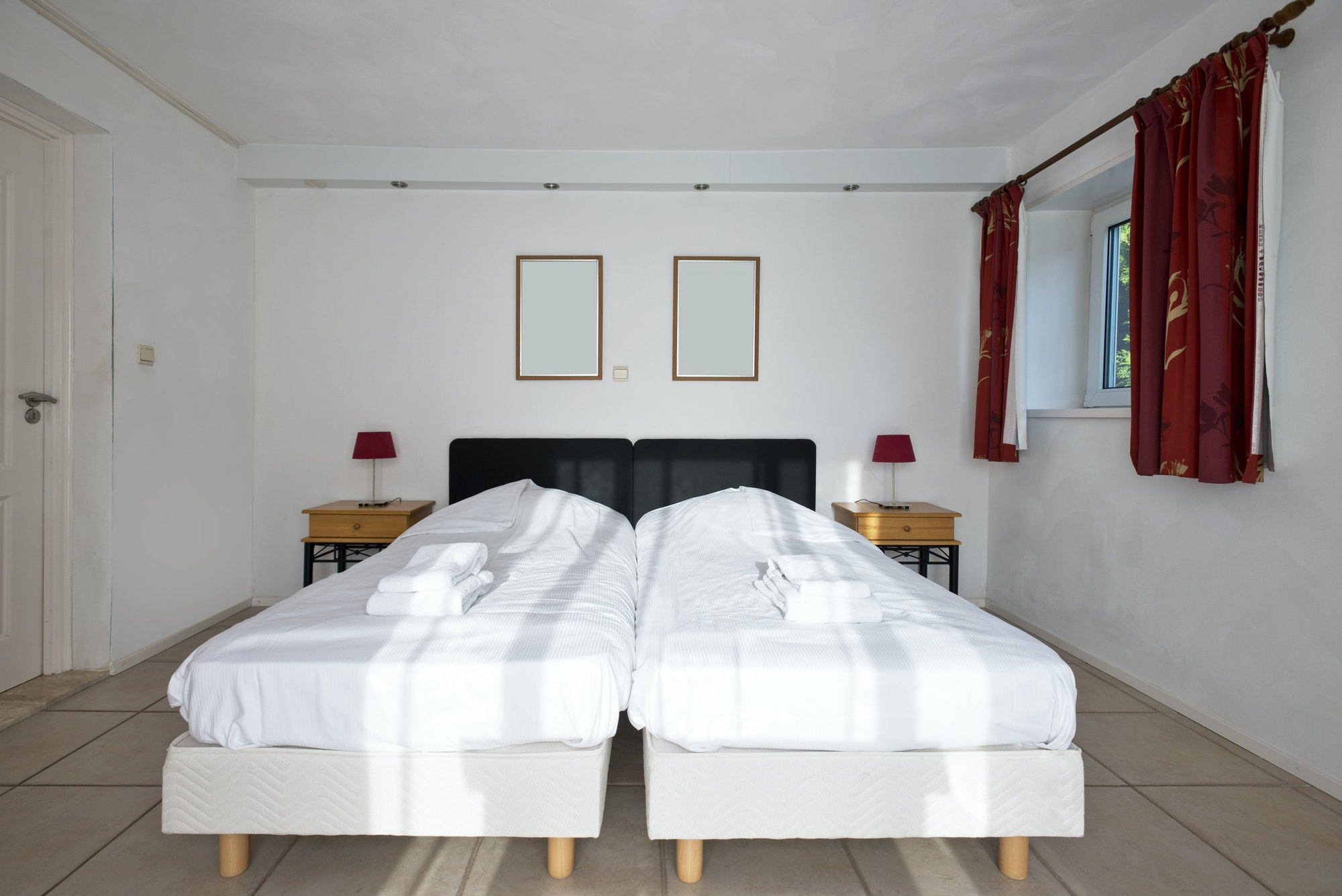 Two Twin Mattresses Equal A King Size, What Size Sheets For 2 Twin Xl Beds Pushed Together